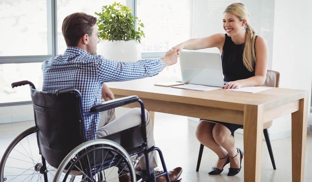 Não sabe como contratar pessoas com deficiência? Descubra aqui!